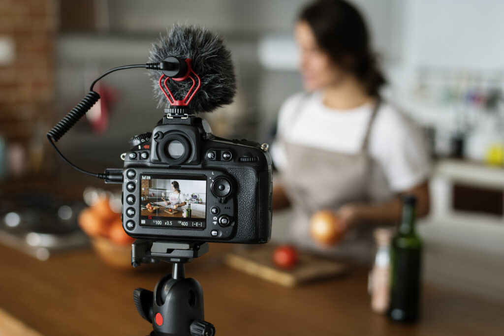 gravação vídeo de culinária adaptando a low touch economy